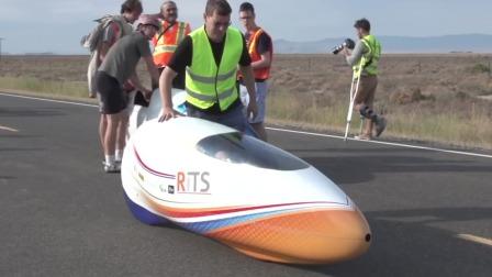 这辆脚踏自行车,时速高达140公里,跑得比汽车都快!