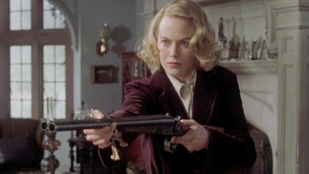 女子怀疑家中闹鬼,持枪搜寻了所有房间,最后却发现自己不是人类