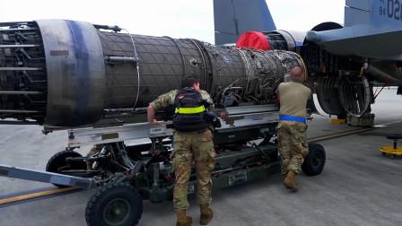 美国国民警卫队机务人员为F-15C更换发动机(3316)