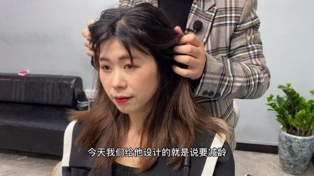 姐姐头发很乱又很多,被发型师剪改造后像变了一个人