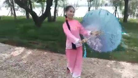 李建平伞舞(美丽的漓江河)