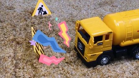 工程车故事:罐车接收紧急任务,不料遇上了山体滑坡