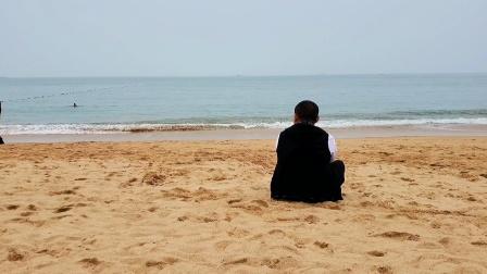 我能在海边坐一天~