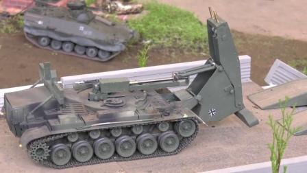 挖掘机帮助坦克继续行驶