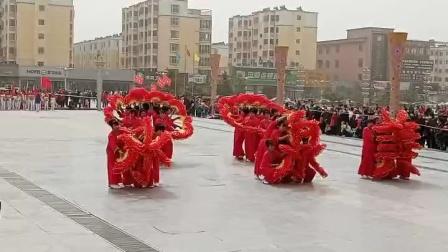水泉镇舞蹈队在平川区广场参赛留影
