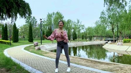 公园清新忍不住跳一支舞《深情败给了时间》喜欢的点赞哦