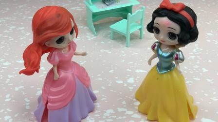 白雪用了王子送的口红,姐妹们都夸白雪漂亮!