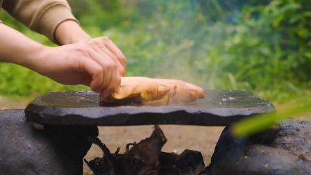 简简单单吃个石板烤猪蹄!