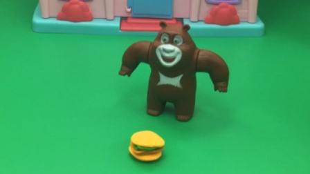 熊大让怪兽尝尝汉堡,没想到怪兽都拿走了!