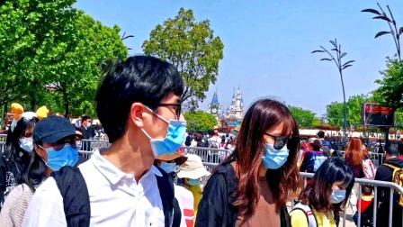 五一小长假提前发热,上海迪士尼人山人海。入园券前一日售罄