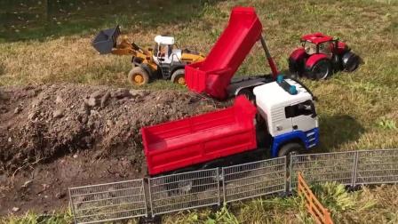 卡车为迷你挖掘机运输燃料
