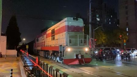何杨线-47584次(杨浦-南翔) DF7G5146牵引货列通过民星路道口 殷行站两道通过