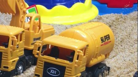 工程车故事:三辆车出门遇到大坑,协同合作填坑通路