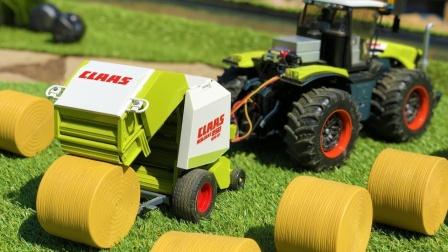 两辆拖拉机玩具运输草垛