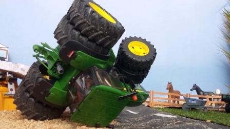 挖掘机玩具帮助拖拉机翻身