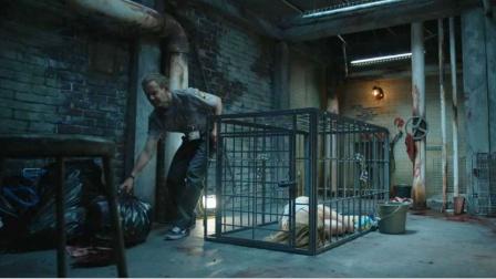 小伙将暗恋的女神囚禁铁笼,想将她驯服成宠物,却不料女神更变态