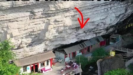 贵州发现一人家,居然住在山洞里面,看他这里面的环境,这才是真正的世外桃源啊!