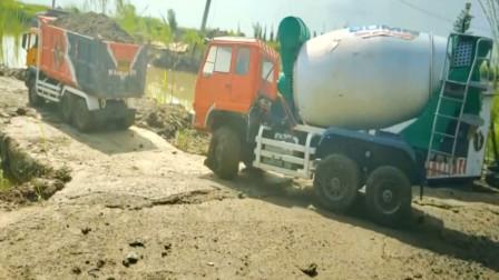水泥罐车与卡车运送水泥 创意玩具