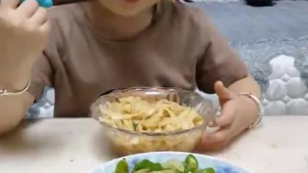 童年的回忆:8月正确打开方式喜欢你就啵一下蒜片炒辣椒配面条