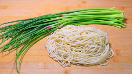 1把蒜苔,3两面条,简单一做,营养劲道还解馋,天天都吃不腻