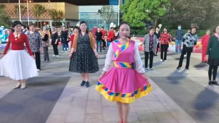 (40)广场舞《次真拉姆》万达广场学新舞。徐淡吟老师🌹🌴💄💐