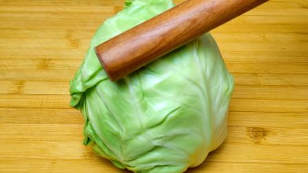 包菜最好吃的做法,不炒不炖,简单一做鲜香入味,上桌家人都爱吃