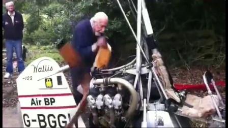 """米国一个90多岁老爷爷,驾驶自己刚刚制造好的""""直升飞机""""飞向空中"""