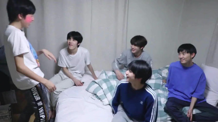 丁程鑫教宋亚轩韩语,丁哥:我教了你韩语,你应该对我说什么?