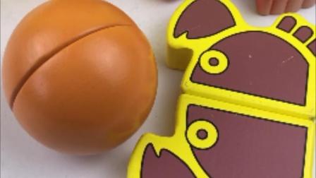 超级飞侠介绍切水果,切橙子和螃蟹玩具
