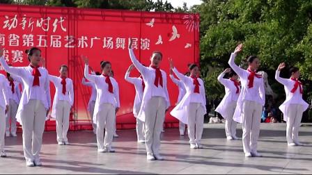 手语舞:人在青山在,表演:尉氏县文化旅游志愿服务队