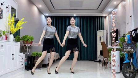 最新热搜广场舞《爱情主演》演唱胡建峰
