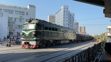 北杨支线-47558次(杨行-南翔)DF4B7249牵引敞车通过场中路道口