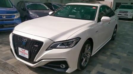 新车展示,实拍2021款丰田皇冠,坐进车内看到配置,不要太喜欢了