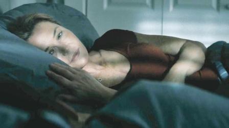 同床共枕十几年,不知道枕边人还有另一个身份