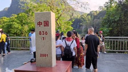 广西德天瀑布沿途中越界河归春河河对岸边是越南_20210503