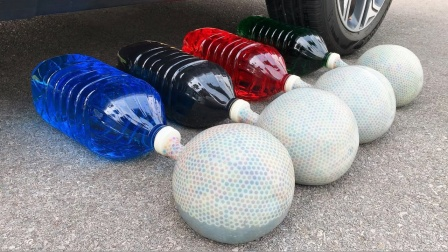 把饮料、玩具、水宝宝放在车轮碾压,勿模仿