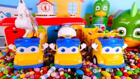百变校巴车的彩虹糖果工地玩具