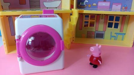 佩奇帮猪妈妈洗衣服,乔治偷懒去了
