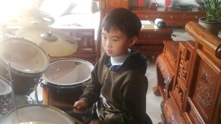 《鼓舞中国项坤8岁中央电视台银河艺术团团员,获得英国rockschool6级证书