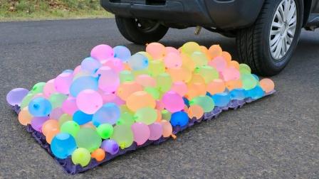 将水气球放在车胎下,会发生什么?画面太解压了!