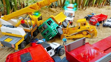 儿童玩具车表演:救护车救治受伤司机,吊车救援翻斗车、推土机!