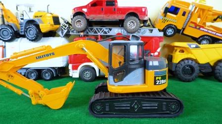 组装多台工程车玩具 挖掘机 卡车等