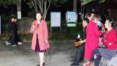 阿花唱越剧一缕麻新娘子明楼公园唱老李2O21年5月5日