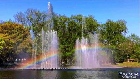 森林公园喷泉奇观,彩虹时隐时现