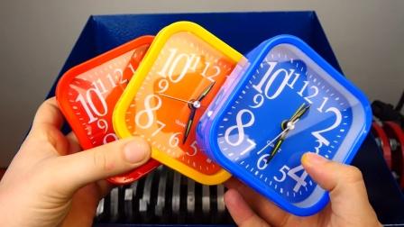 减压球、闹钟、杯子放在切割机里,勿模仿