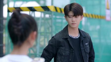 姜小宁助理生涯再翻车,把顾川摔下车