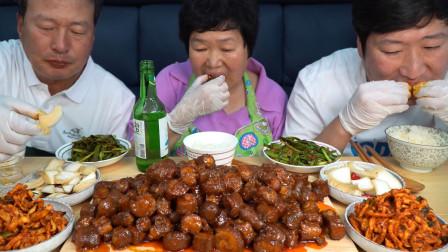 第一次尝试麻辣炒猪尾,肉质入味有嚼劲,爸爸:做下酒菜真过瘾!