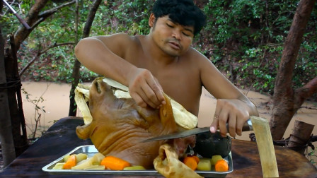 山里的牛头真大,砍一个炖烂,肉吃着真鲜