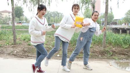 王小九意外捡到加速粘土,没想如花老师也被传染了,会发生什么事