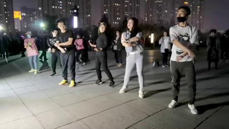 大众健身广场舞,动感节奏欢快舞步,不信你不喜欢